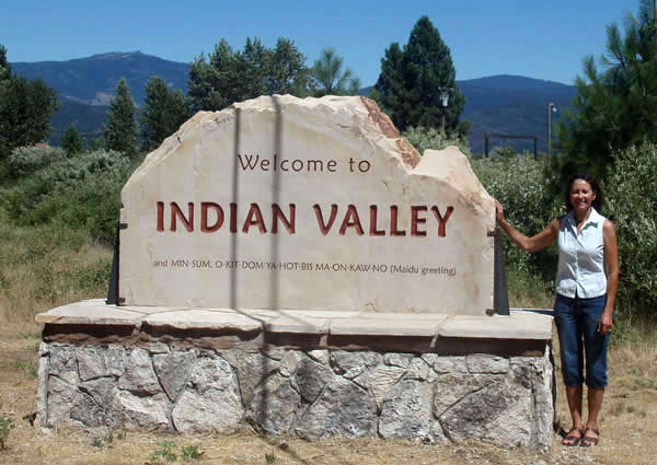Entry monument sign for Indian Vallery