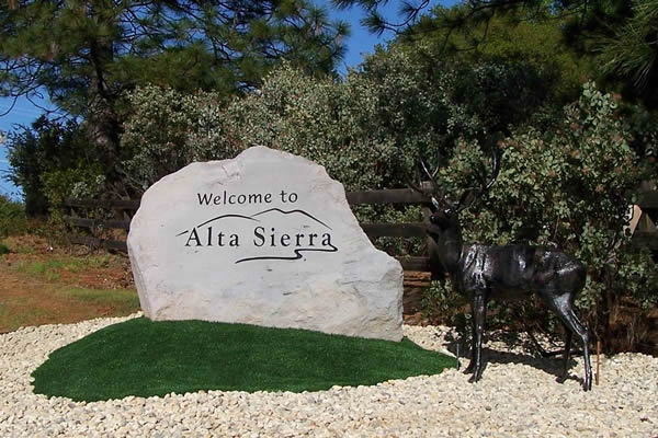 Entry monument rock sign for Alta Sierra