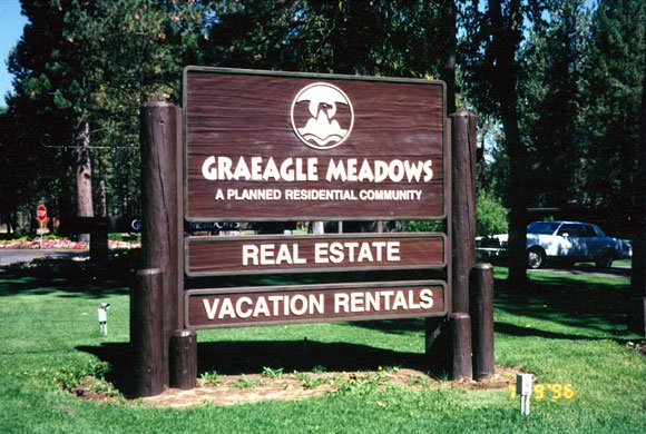 Wood entry sign for Greagle Meadows